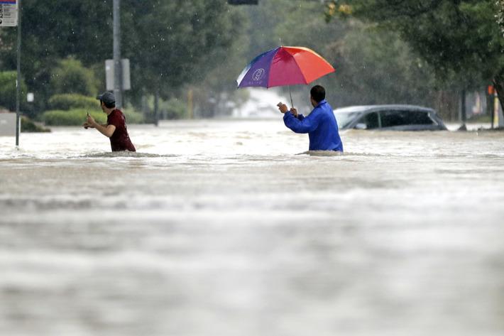 27-houston-floodwaters-neighborhood.w710.h473.jpg